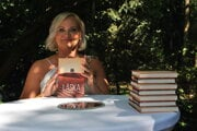 Katarína Kuniková počas krstu svojej druhej knihy.