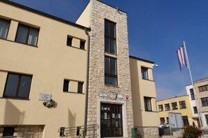 Mestský úrad v Spišskom Podhradí. vedenie mesta urobilo viacero opatrení.