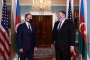 Americký minister zahraničných vecí Mike Pompeo (vpravo) a jeho azerbajdžanský kolega Ceyhun Bayramov.