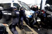 Sobotňajší protest sprevádzala agresivita.