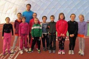 Atletické nádeje súťažili v nafukovacej hale ŠK ŠOG Nitra.
