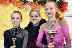 Zľava Lucia Štefanková, trénerka Monika Kuštárová a Soňa Mušinská.