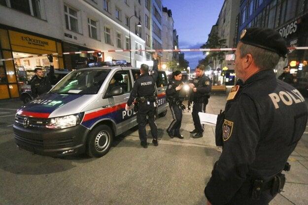 Rakúski policajti po útoku.