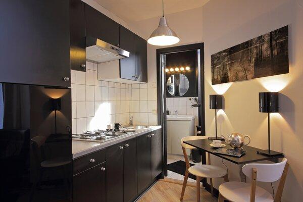 Tesná kuchyňa je jedným z dôsledkov zmenšovania bytov.