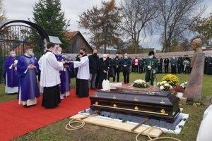 Biskup Š. Sečka si želal byť pochovaný na kapitulskom cintoríne.