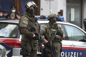 Polícia v uliciach Viedne.