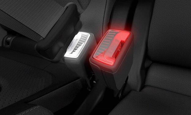 Svietiaci zámok bezpečnostných pásov, ktorý si Škoda nechala patentovať.