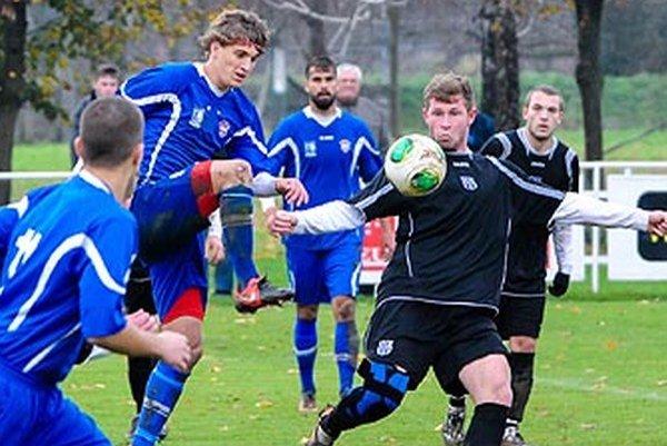 Rezerva FC ViOn porazila v šlágri Šurany 2:1.