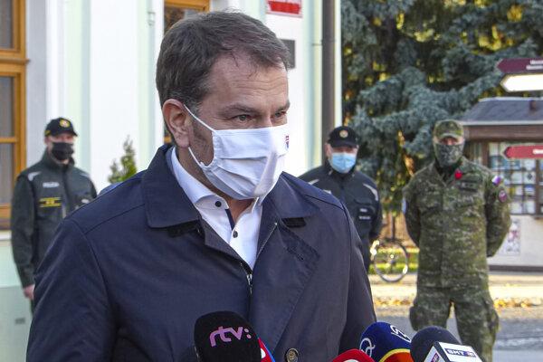 Koronavírus na Slovensku: Premiér Matovič počas brífingu k druhému kolu plošného testovania v Skalici.