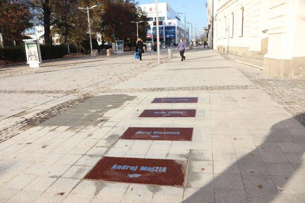 Chodník slávy na zvolenskom námestí.
