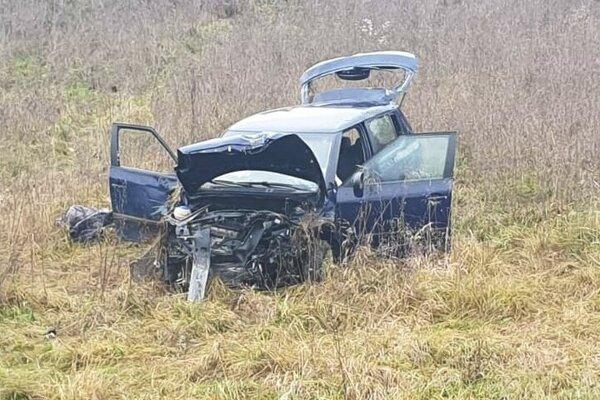 Z auta, v ktorom sa viezla žena a maloleté dieťa, zostala len kopa šrotu.
