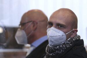 Útočník Stephan Balliet na súde.