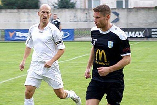 Vratislav Gajdoš (vpravo) v nedeľu strelil tri góly (dva z nich penált) a na pár prihral aj spoluhráčom.
