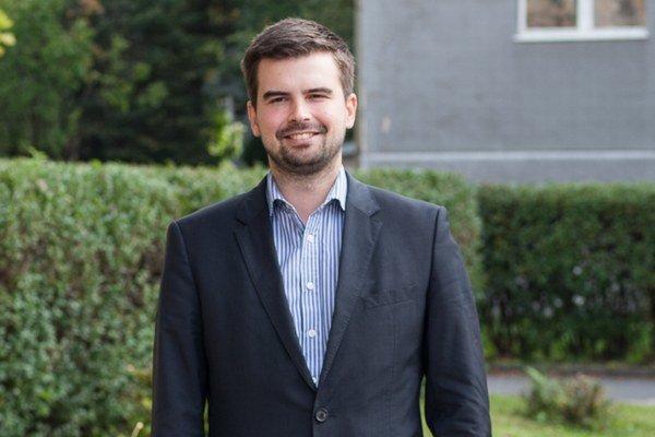 Martin Cimrák je riaditeľom nemocnice. Má právnické a ekonomické vzdelanie, čo mu dáva dobrý predpoklad na zodpovedné zastupovanie Starého mesta v nitrianskom mestskom zastupiteľstve.
