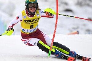 Nórka Thea Louise Stjernesundová v 2. kole prvého slalomu novej sezóny Svetového pohára v alpskom lyžovaní žien vo fínskom Levi.