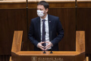 Na snímke minister financií SR Eduard Heger (OĽaNO) počas 18. schôdze parlamentu v Bratislave v utorok 24. novembra 2020.