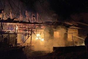 Budova v plameňoch.