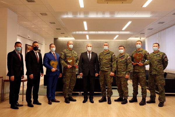 Ocenení vojaci.