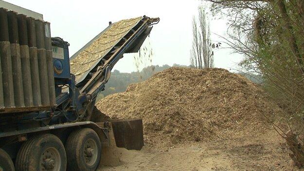 Dokážete si tipnúť, koľko miesta by zabralo toto drevo na skládke, keby sa nezrecyklovalo a ako dlho by sa rozkladalo?