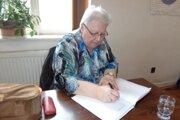 Svoje postoje k životu a vyznania preniesla do svojich básní, ktoré začala tvoriť asi pred tridsiatimi rokmi. Po odchode na zaslúžený odpočinok v roku 2015 sa písaniu venuje naplno. K poézii pridala aj prózu.