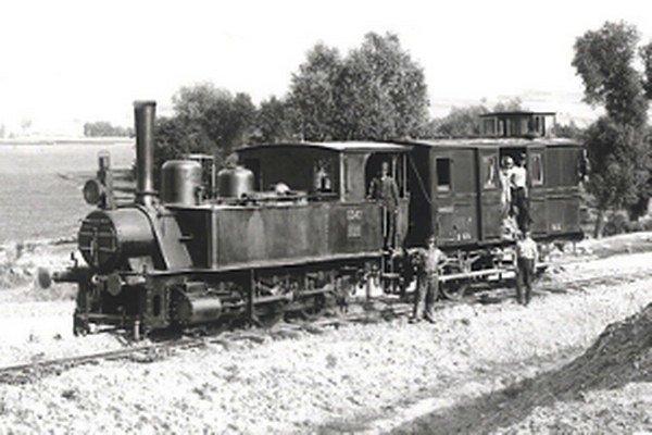Prvá parná lokomotíva v roku 1894, kedy sa v meste spustila prevádzka železnice.