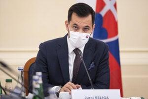 Podpredseda parlamentu Juraj Šeliga počas vypočúvania kandidátov na generálneho prokurátora.