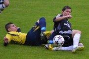 V súboji oloptu Daniel Hajko (v čiernom), ktorý strávil vLovciach niekoľko sezón.