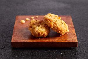 Kuracie kúsky z pestovaného mäsa od firmy Eat Just. Predaj kultivovaného mäsa schválil ako prvý Singapur.