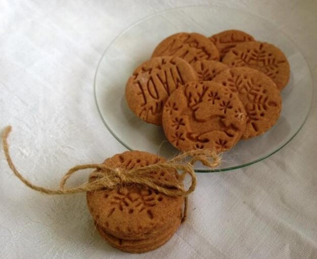 Kakaové, citrónové a škoricové pečiatkové keksíky