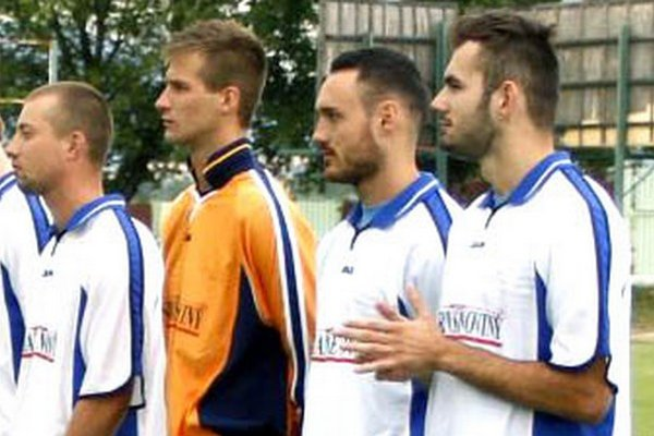 Útočník Čeľadíc Michal Kováč (celkom vpravo) strelil štyri góly do siete Dvory n/Ž.