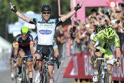 Mark Cavendish (vľavo) bude v budúcej sezóne jazdiť v tíme Deceuninck Quick-Step.