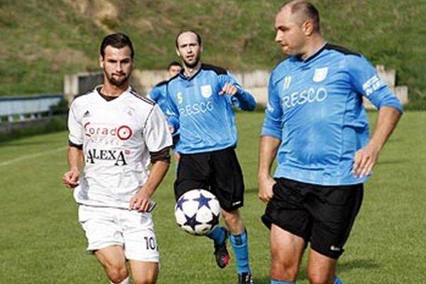 Zo zápasu Chrenová - Lapáš: zľava Bocian, Balla a Čekey.