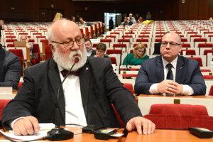 Rovinský hlasoval proti županovmu návrhu, dôvodí to aktuálnou situáciou.