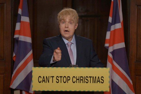 Robbie Williams v klipe k vianočnej piesni paroduje britského premiéra.