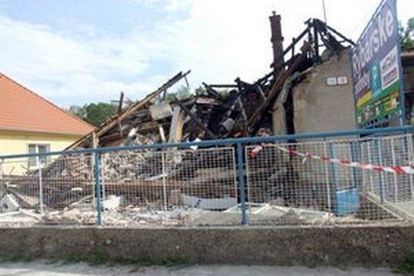 Dom je po výbuchu úplne zdemolovaný.