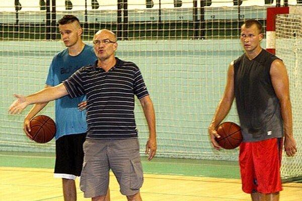 Šéfom realizačného tímu je naďalej tréner Ľubomír Urban.