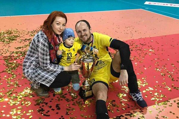 Miroslav Jakubov s manželkou Natáliou a synčekom.