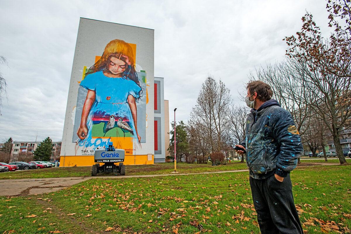 Z maľby na trnavskej bytovke sa stala diskutovaná téma