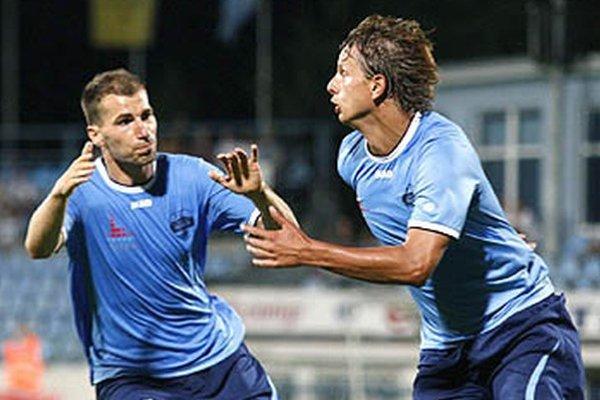 Matúš Paukner rozbieha gólovú radosť po krásnej individuálnej akcii na 2:0.
