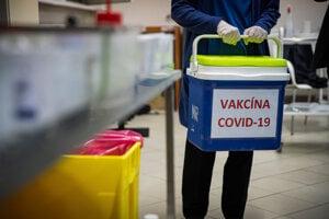 Vakcíny na Slovensko prišli 26. decembra.
