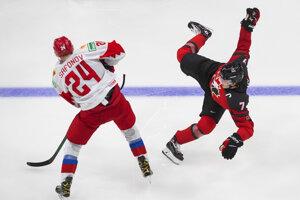 Ilya Safonov (vľavo) a Kirby Dach v prípravnom zápase pred MS v hokeji do 20 rokov 2021 Kanada - Rusko.