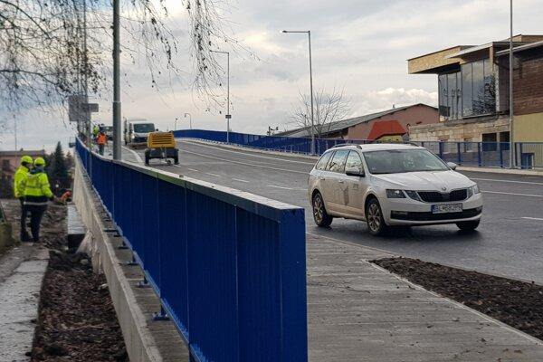 Na moste dnes robili posledné úpravy.