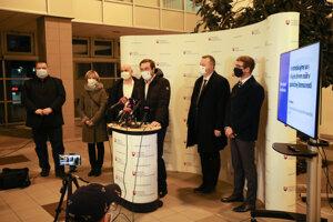 Minister Marek Krajčí predstavuje nové opatrenia.