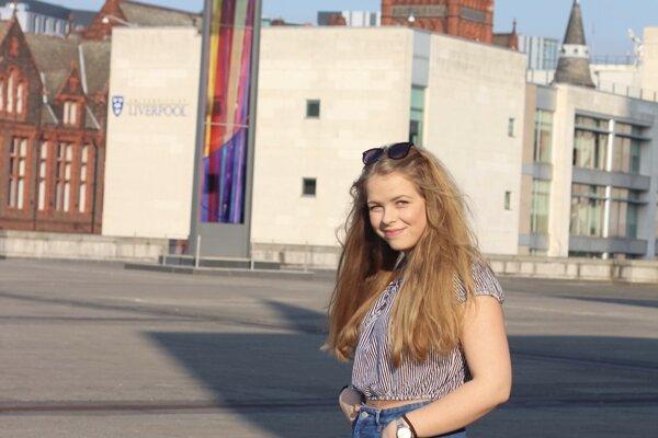 Adriána tento rok ukončí bakalársky stupeň na univerzite v Liverpoole.