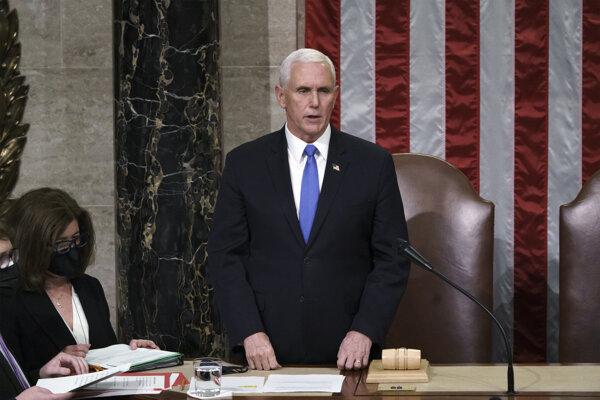 Viceprezident Mike Pence sa na zasadnutí Kongresu nepostavil proti výsledkom prezidentských volieb.