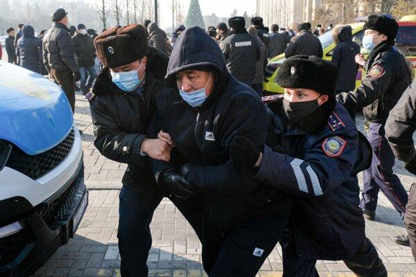 V Kazachstane sa počas parlamentných volieb zatýkalo.
