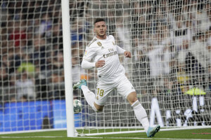 Luka Jovič v drese klubu Real Madrid.