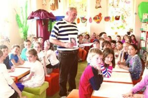 Svoju prvú knižku venovanú vnučke Markétke predstavil  Ľubomír Foltán tretiakom v krajskej knižnici.