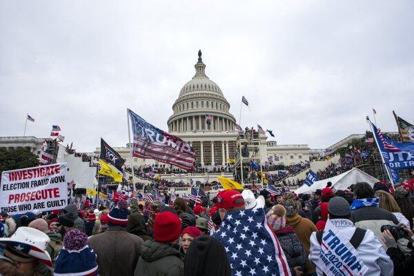 Trumpovi priaznivci v Kapitole.