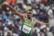 Atlét Hugues Fabrice Zango z Burkiny Faso prekonal halový svetový rekord.
